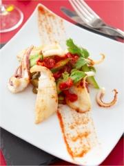 Recette Calamars sautés, fèves et asperges vertes à la tomate et coriandre
