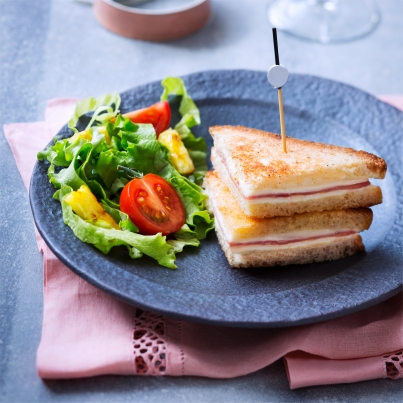 Croque-Monsieur façon Mini Club Sandwiches à l'ananas caramélisé Photo : © Infocharcuteries