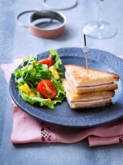 Croque-Monsieur façon Mini Club Sandwiches à l'ananas caramélisé Photo : © Infocharcuteries