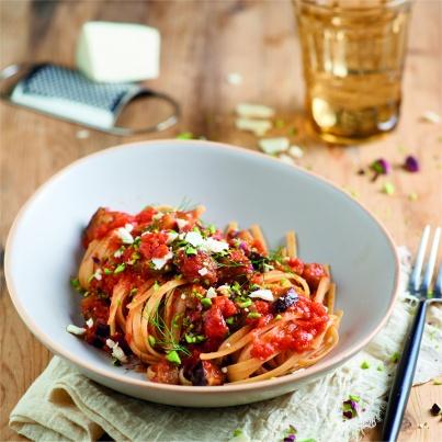 Linguine à la pulpe de tomates et aux aubergines Photo : © Mutti