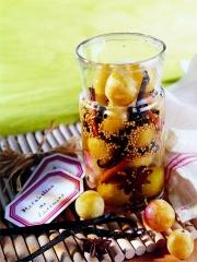 Bocal de Mirabelles de Lorraine aux graines de moutarde Photo : © Christian Adam
