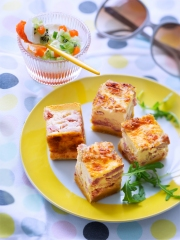 Quiche en cubes et sa verrine de gel閑 de poivrons rouges, concombre kiwi et mascarpone Photo : � Infocharcuteries