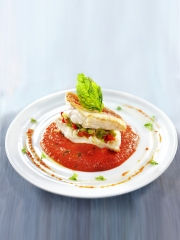 Recette Rouget grondin sur brunoise de légumes et coulis poivron basilic