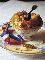 Soupe aux truffes noires VGE de Monsieur Paul Bocuse Photo : © Arturo Zavala Haag / Editions Laymon